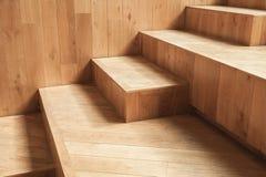 Interior vacío abstracto, escaleras de madera naturales fotografía de archivo libre de regalías