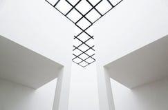 Interior vacío con el techo translúcido Foto de archivo
