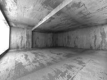 Interior vacío concreto industrial oscuro del sitio con la luz Imagen de archivo libre de regalías