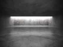 Interior vacío oscuro del sitio con los viejos muros de cemento y lig del techo Foto de archivo