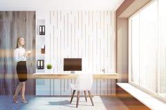 Interior vazio branco do escritório domiciliário, mulher de negócios Fotografia de Stock