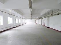 Interior vazio da fábrica imagens de stock