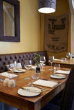Interior vazio do restaurante contemporâneo Fotos de Stock Royalty Free
