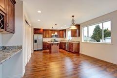 Interior vazio novo da sala de jantar e da cozinha Fotografia de Stock