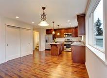 Interior vazio novo da sala de jantar e da cozinha Fotos de Stock