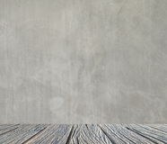 Interior vazio para o projeto, o muro de cimento branco e o assoalho de madeira Quarto vazio Espaço para o texto e a imagem Ideia Imagem de Stock Royalty Free