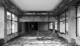 Interior velho abandonado da construção Perspectiva de Salão Fotografia de Stock Royalty Free