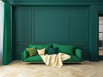 Interior verde clásico con el sofá Fotografía de archivo libre de regalías