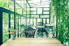 Interior verde del invernadero del vintage Imágenes de archivo libres de regalías