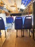 Interior y asientos, transporte público del autobús Imagen de archivo
