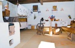 Interiore agricolo storico ucraino della dimora fotografia stock