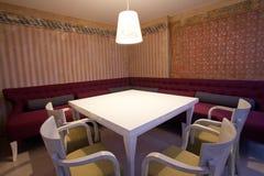 Interiore antico del ristorante immagine stock