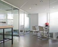 Interiore bianco dell'ufficio Immagini Stock