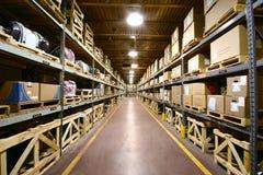 Interiore del magazzino - vista ultra grandangolare. Immagine Stock