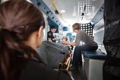 Interiore dell'ambulanza di trasporto di emergenza Immagini Stock