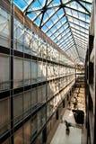 Interiore dell'edificio per uffici moderno Fotografia Stock