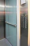 Interiore dell'elevatore con il pannello di controllo Fotografie Stock Libere da Diritti