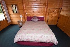 Interiore della camera da letto della casetta Fotografie Stock Libere da Diritti