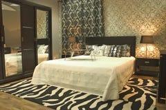 Interiore della camera da letto moderna Fotografie Stock Libere da Diritti