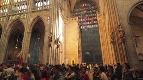 Interiore della cattedrale della st Vitus a Praga video d archivio
