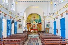 Interiore della chiesa cattolica Immagini Stock Libere da Diritti