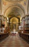 Interiore della chiesa cattolica romana. Immagine Stock