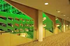 Interiore della costruzione del corridoio di città Immagine Stock