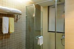 Interiore della stanza da bagno dell'hotel Immagini Stock