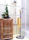 Interiore della stanza da bagno - riscaldatore fotografie stock
