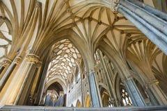 Interiore di bella cattedrale gotica dei pozzi Fotografia Stock Libera da Diritti