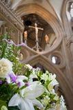 Interiore di bella cattedrale gotica dei pozzi Immagini Stock