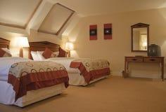 Interiore di lusso della camera da letto moderna Fotografia Stock Libera da Diritti