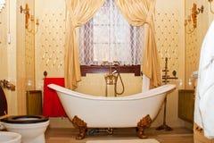 Interiore di lusso della stanza da bagno dell'annata Fotografia Stock Libera da Diritti