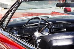 Interiore di un'automobile classica Fotografie Stock Libere da Diritti