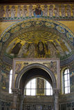Interiore di una basilica famosa Fotografie Stock