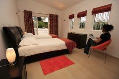 Interiore di una camera da letto moderna Immagine Stock