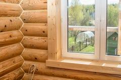 Interiore di una casa di legno Fotografie Stock
