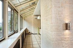Interiore lungo del balcone (galleria) Immagine Stock Libera da Diritti