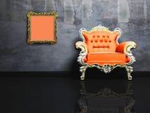 Interiore moderno con una poltrona classica grigia Fotografia Stock Libera da Diritti