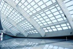 Interiore moderno dell'aeroporto immagini stock libere da diritti
