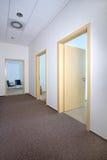 Interiore moderno dell'ufficio - corridoio Fotografia Stock Libera da Diritti