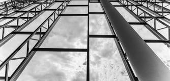 Interiore moderno della costruzione Edificio per uffici Grandi finestre luminose Fotografie Stock Libere da Diritti
