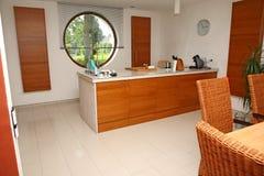 Interiore moderno della cucina. immagine stock libera da diritti