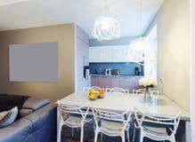Interiore moderno della stanza di Dinning Fotografia Stock