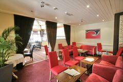 Interiore rosso di un ristorante Immagini Stock Libere da Diritti