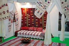 Interiore rumeno tradizionale della casa Immagini Stock Libere da Diritti