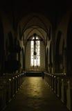 Interiore scuro della chiesa Fotografia Stock Libera da Diritti