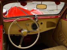 Interiore storico dell'automobile fotografia stock libera da diritti