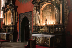 Interioren av en gotisk kyrka, Royaltyfria Foton
