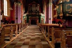 Interioren av en gotisk kyrka, Polen. Arkivfoto